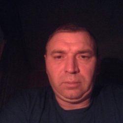 Стройная девушка шатенка ищет мужчину в Калуге для вечерних встреч